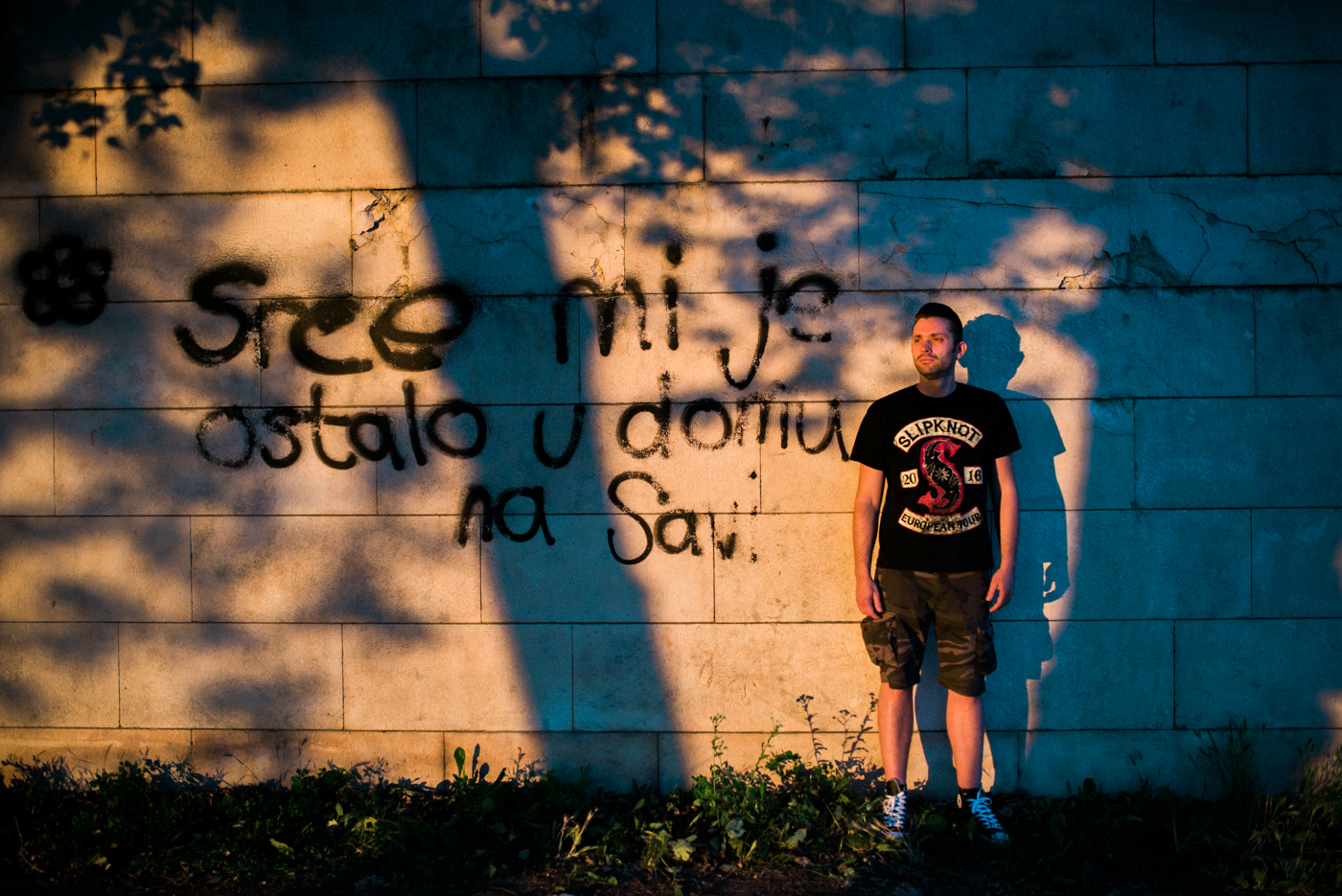 I left my heart in a stundet home in Sava graffitte with a groom posing next to it