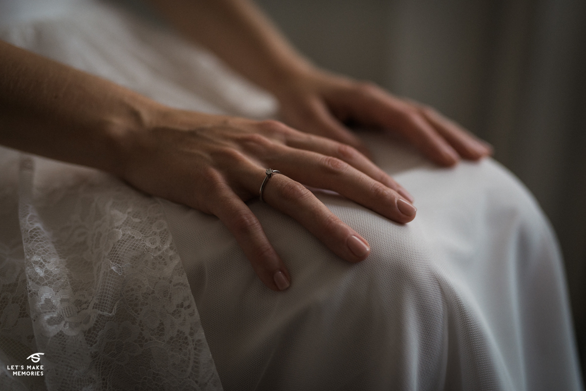 brides hands while waiting for the groom to come to her apartament