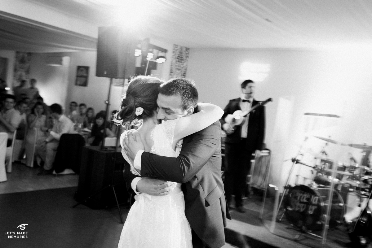 couple hugging during their first dance