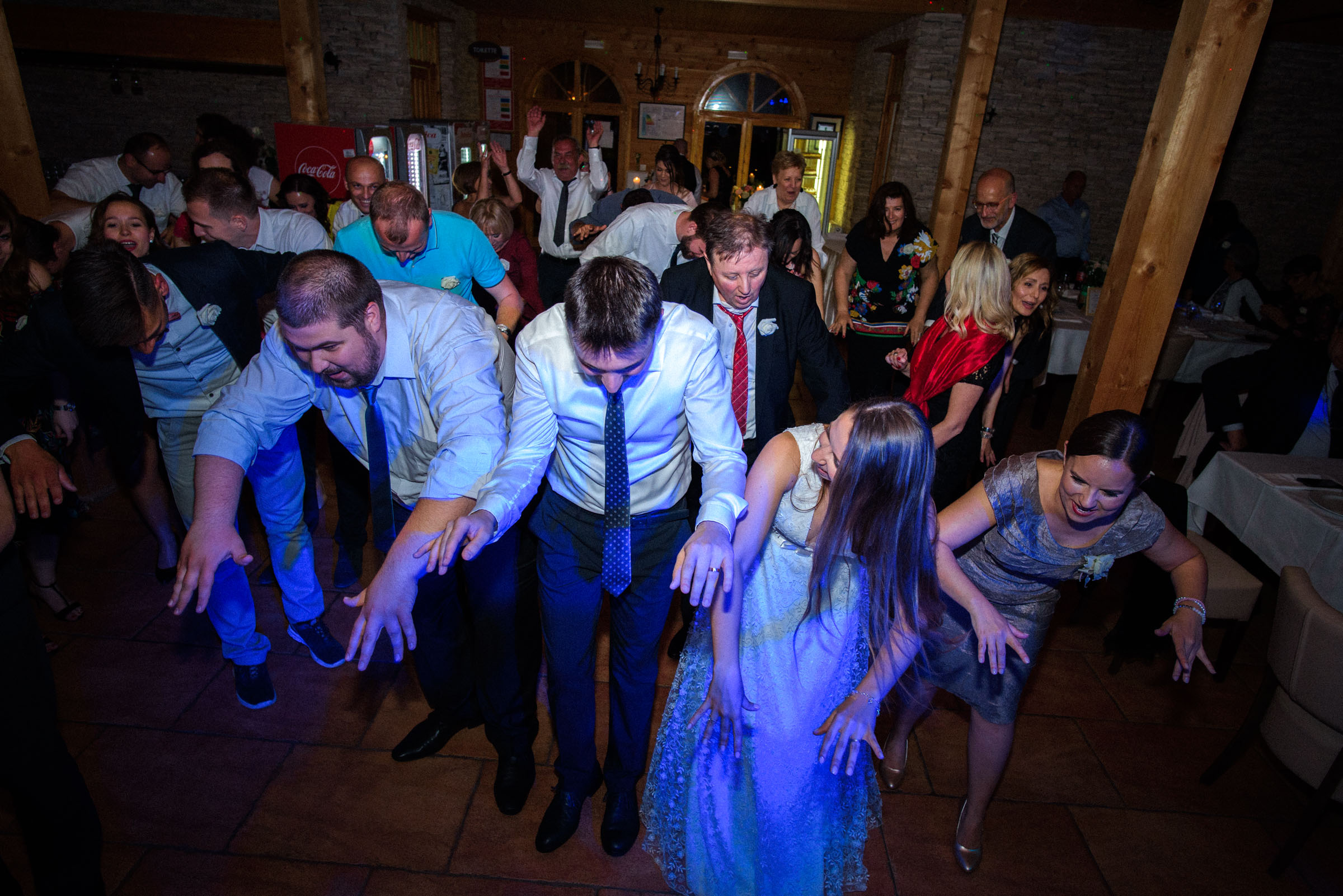 wedding party dancing in-sync