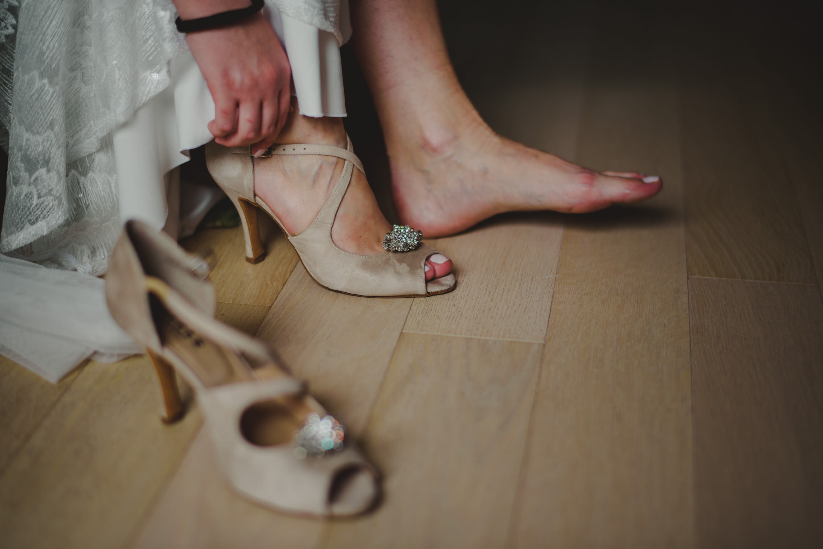 bride putting her shoes on